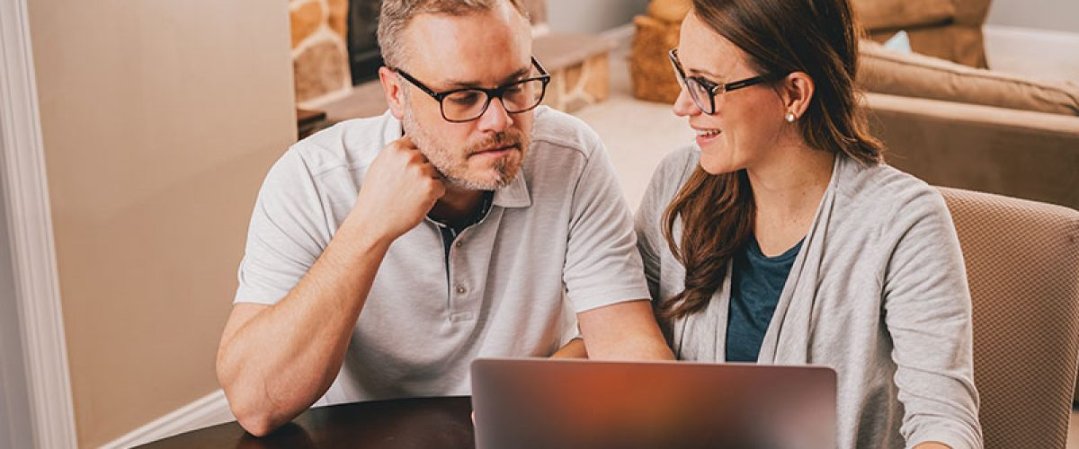 married-couple-doing-taxes-paying-bills-or-reviewing-finances-and-retirement-plans_t20_fet